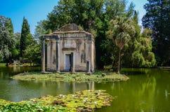 Giardino inglese nel palazzo reale di Caserta fotografie stock