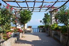 Giardino mediterraneo ad una villa in Ravello Fotografia Stock Libera da Diritti