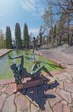 Giardino a Millesgarden con le statue che investono acqua fotografia stock libera da diritti