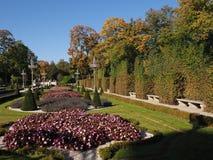 Giardino nel palazzo reale di Wilanow nella capitale europea di Varsavia della Polonia nel 2018 ottobre fotografia stock