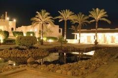 Giardino, palme e stelle dell'hotel Immagini Stock Libere da Diritti