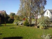 Giardino in villaggio polacco Fotografie Stock