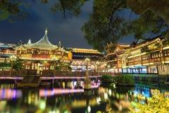 Giardino yuyuan di Shanghai alla notte fotografia stock libera da diritti