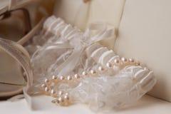 Giarrettiera e perle Fotografie Stock Libere da Diritti