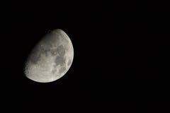 Gibbous vaxande måne med kopieringsutrymme Royaltyfri Fotografi