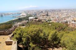 Gibralfaro城堡和马拉加鸟瞰图在安大路西亚,西班牙 免版税库存照片