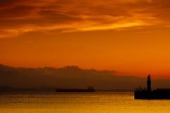 gibraltar guld- hamnsolnedgång royaltyfri foto
