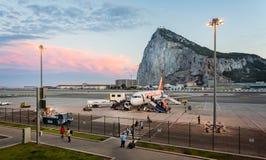 Gibraltar lotnisko i skała brać od Gibraltar lotniska międzynarodowego, Gibraltar zdjęcia stock