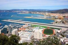 Gibraltar stads- och flygplatslandningsbana Fotografering för Bildbyråer