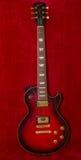 Gibson Les Paul-E-Gitarre auf Samt Lizenzfreie Stockbilder