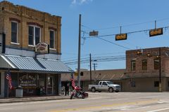 Stret scene in the city of Giddings in the intersection of U.S. Highways 77 and 290 in Texas. Giddings, Texas - June 13, 2014: Stret scene in the city of stock photography