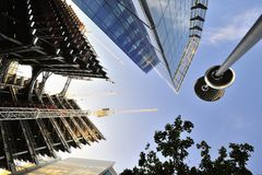 Giddying Aufbau der Büroblöcke Lizenzfreie Stockfotos
