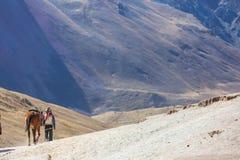 Gids op Regenboogbergen Royalty-vrije Stock Afbeeldingen