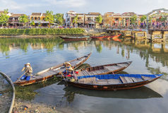 Gidsen in Thu Bon River in Hoi An, Vietnam royalty-vrije stock afbeelding