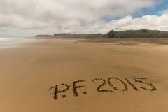 Gießen Sie felicite auf Strand Stockfotos