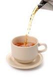 Gießen Sie Tee Lizenzfreie Stockfotos