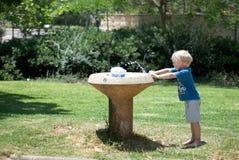 Gießen Sie Wasser Lizenzfreies Stockfoto