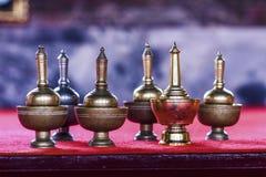 Gießen Sie zeremonielles Wasser in buddism Tempel in Thailand Lizenzfreies Stockfoto