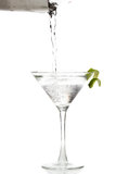 Gießen von einem Martini Stockfotografie