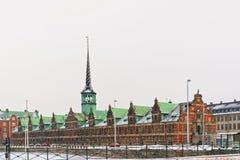 Giełda Papierów Wartościowych na Slotsholmen w Kopenhaga w zimie Zdjęcie Stock