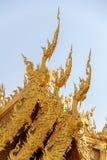 Giebel der Toilette in Wat Rong Khun, einzigartiger thailändischer Tempel in Chiang R Lizenzfreie Stockfotografie