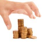 Gierige Handausdehnungen zu den Münzen Lizenzfreies Stockbild