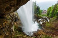 Giessbach cade con le cascate multiple dell'acqua - un turista nascosto Fotografie Stock Libere da Diritti