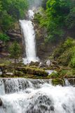 Giessbach cade con le cascate multiple dell'acqua - un turista nascosto Fotografia Stock Libera da Diritti