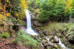 Giessbachwatervallen in de Herfst dichtbij Brienz, Berner-Hooglanden, Zwitserland Stock Fotografie