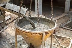Gietend beton in de bouw van het huis Stock Afbeelding