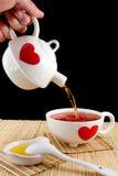 Gietende thee stock foto's