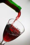 Gietende wijn royalty-vrije stock foto
