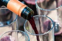 Gietende wijn Royalty-vrije Stock Fotografie