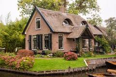 Giethoornï ¼的Œthe荷兰一个可爱的房子 库存照片