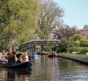 Giethoorn, die Niederlande - 22. April 2019 stockfotos