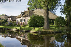 Giethoorn, house by the canal Royalty Free Stock Images