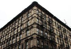Gietijzertreden om de brand op de huizen van Manhattan weg te gaan Stock Fotografie