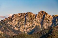 Giewont山,富启示性的山在夏天Tatras环境美化 免版税库存照片