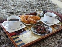 Giffel för frukost för två vit kopp kaffebegreppsfranska Royaltyfria Foton
