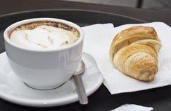 Giffel med cappuccino Arkivbilder