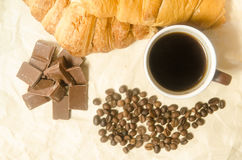 Giffel med choklad-, kopp kaffe- och kaffebönor Royaltyfria Bilder