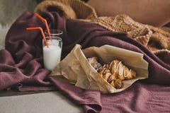 Giffel med choklad och mjölkar i exponeringsglas 1308 Arkivbild