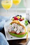 Giffelsmörgås med potatissallad fotografering för bildbyråer