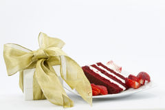 Gift accompanied by red velvet cake Royalty Free Stock Photos