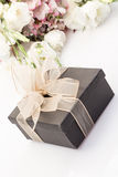 Gift and bouquet of flower Royalty Free Stock Photos