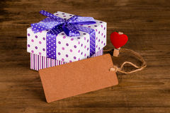 Gift box with blank card Royalty Free Stock Photography