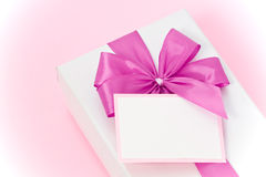 Gift box with blank label Royalty Free Stock Photos