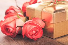 Gift box and bouquet of roses Royalty Free Stock Photography