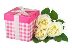 Gift box with a bow and a bouquet of delicate rose Royalty Free Stock Images