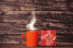 Gift box and cup of coffee Royalty Free Stock Photography